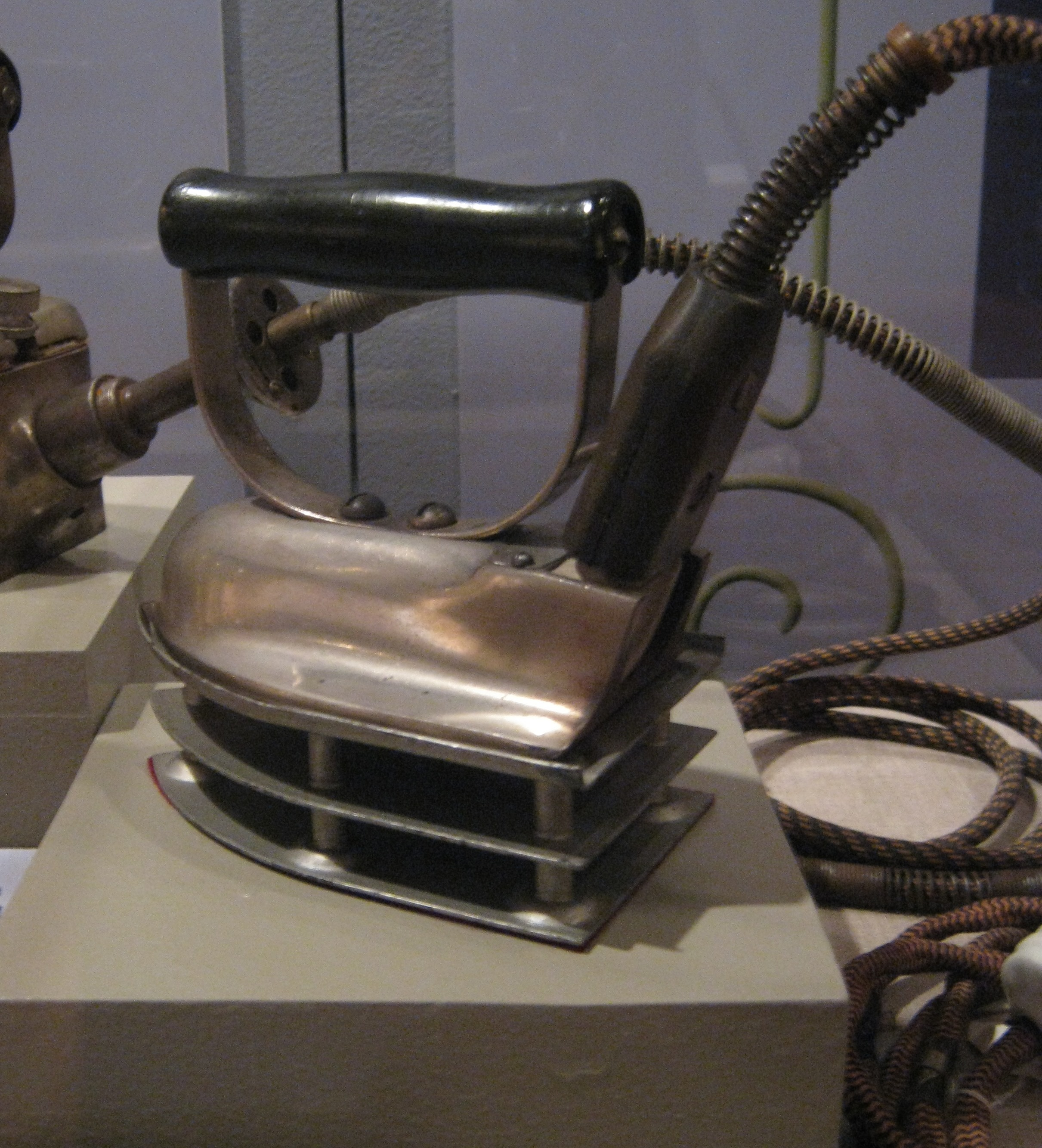 Electric Irons From The 1900s ~ Creating the ideal home comfort and