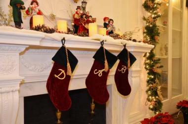The O'Byrne Gallery was beautifully decorated for the holiday season.