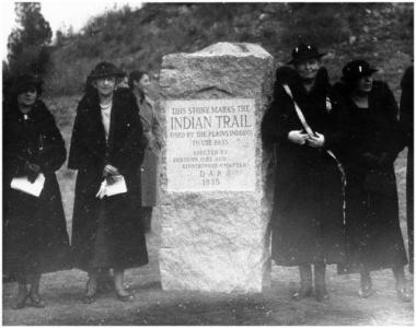 Marker of Ute Indian Trail, 1935. Erected by Zebulon Pike and Kinnikinnik Chapter of the DAR. Photograph by Horace S. Poley, image 010-7126.