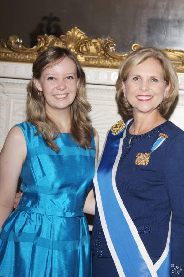 Thanks to a generous member donation, the DAR was able to honor two national DAR Good Citizen winners this year. 2014 DAR Good Citizen winner Bonnie Bennett of Salt Lake City, Utah picture with President General Lynn Young.