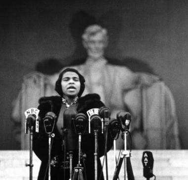 On April 9, 1939, Marian Anderson performed an unprecedented Easter concert on the steps of the Lincoln Memorial after being denied the opportunity to perform in Constitution Hall.