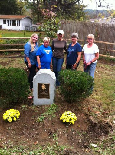 The Roger Sherman Chapter, CT, worked in the Washington Oak Tree Park replacing fence rails, planting 100 bulbs and 29 plants. On September 20, 1780, George Washington held council with his staff in this park.