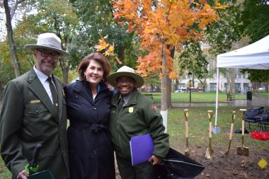 DAR First Vice President General Denise VanBuren thanks Patrick Suddath, Acting Superintendent, and Gina Gillam, Deputy Superintendent (Acting) at Independence National Historical Park, for the wonderful coordination of the tree planting ceremony and for the upcoming maintenance of all of the 76 trees!