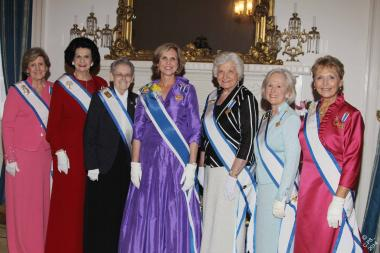 DAR President General Lynn Young (center) gathers with Honorary Presidents General (L to R) Linda Calvin, Linda Watkins, Ann Fleck, Deanie Kemper, Presley Wagoner, and Merry Ann Wright.