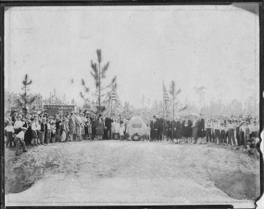 Unveiling of the Thigpen Trail marker by the Barnard Trail Chapter, NSDAR in Feb. 1930. Regent Mrs. Mildred Steed Holmes gave the dedicatory speech and Mrs. Clifford Grubbs gave the history of the trail.