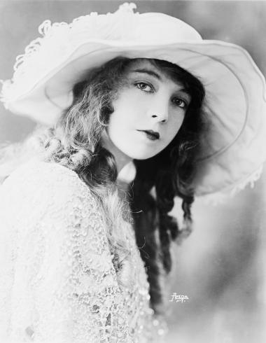 "Lillian Gish began her career on the stage in 1902 to help her mother support the family after her father abandoned them. Ten years later she gained fame as a silent movie star, appearing in more than one hundred movies, both silent and ""talkies"", including The Scarlet Letter and Duel in the Sun for which she won an Academy Award for Best Supporting Actress"