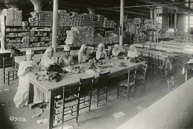 Knitting Instructors, Mary Isham Keith Chapter, D.A.R., Fort Worth, Texas - May 1918 Courtesy of the New York Public Library www.nypd.org During World War I, Mary Isham Keith Chapter members supported the war effort by serving as knitting instructors for the Red Cross. The chapter contributed 470 knitted garments to American soldiers (more than any other chapter in the state).